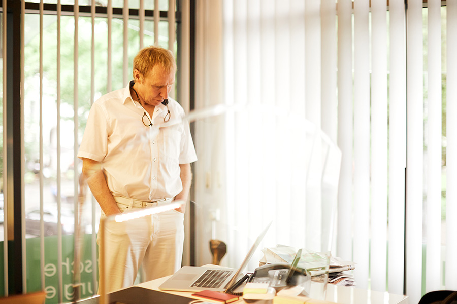 Prof. Peter Plastischer Chirurg in der Klinik am Wittenbergplatz, Berlin